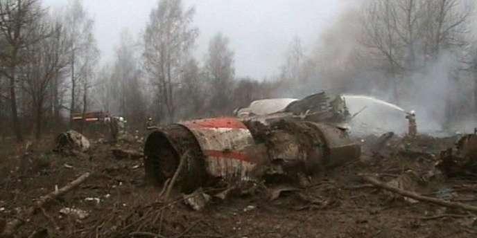 Images des débris de l'avion du président polonais Lech Kaczynski, qui s'est écrasé le 10 avril en Russie.