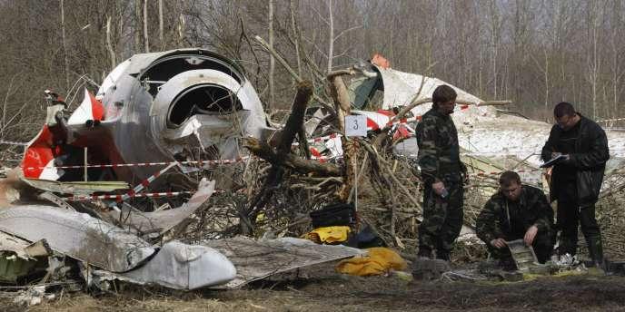 Sur le lieu du crash de Smolensk, le 11 avril 2010.
