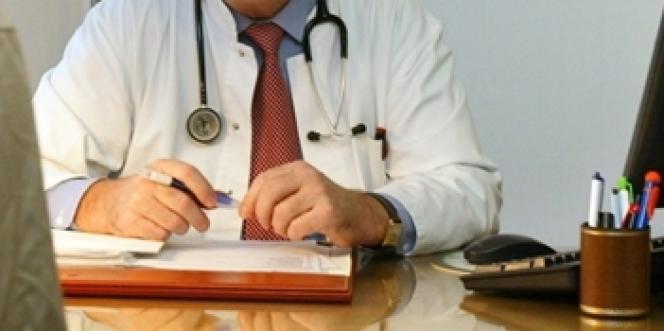 Les procédures disciplinaires en cours scandalisent le milieu des médecins du travail, soucieux de défendre leur indépendance vis-à-vis des employeurs et leurs pratiques professionnelles.