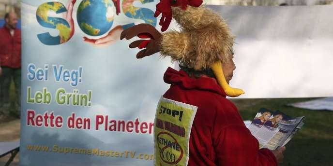 Un manifestant en marge de la conférence de Bonn sur le réchauffement climatique, le 9 avril 2010.
