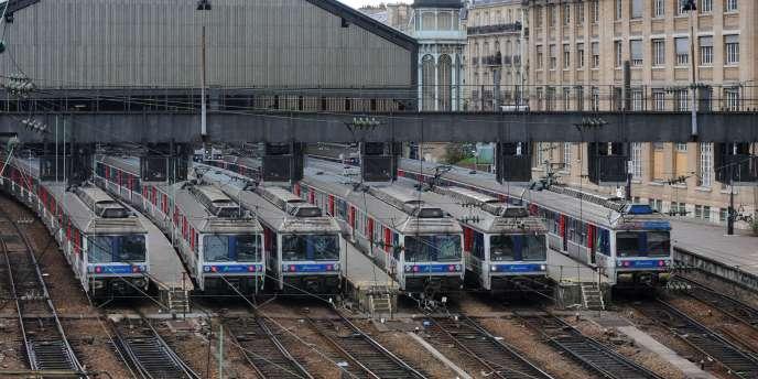 Le mouvement de grève a été reconduit mardi à la gare Saint-Lazare alors que 60 % des trains de banlieue circulaient en moyenne.