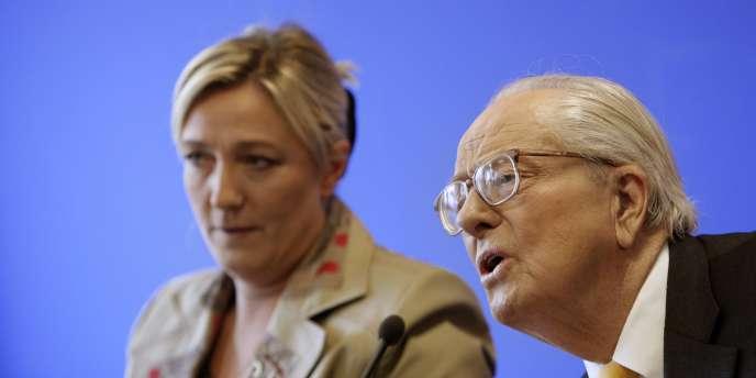 Marine et Jean-Marie Le Pen, en avril 2010.