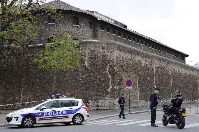 Le militaire a été placé en détention à la prison de la Santé à Paris.
