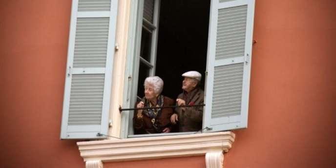Une très grande majorité de Français plaident pour une prise en charge à domicile plutôt qu'en institution.