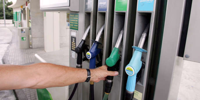 En monnaie courante, les prix payés sur les marchés pour un baril de pétrole n'ont pas cessé d'augmenter.