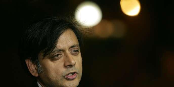 Shashi Tharoor, le secrétaire d'Etat au développement des ressources humaines.