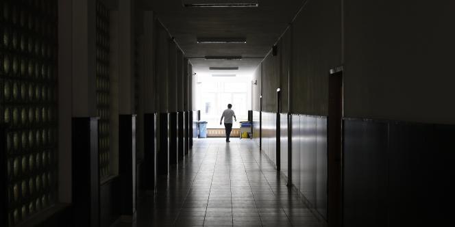 Un long couloir en Roumanie.