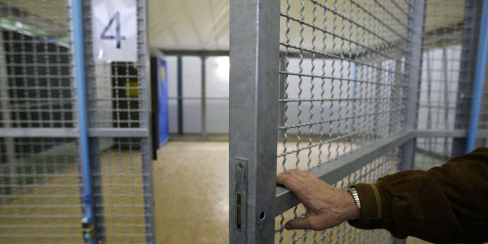 Une trentaine de directeurs de prison et de services pénitentiaires ont manifesté, mardi 28 mai.