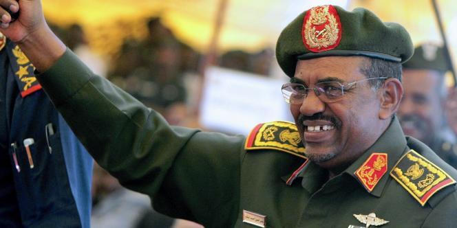 Le président soudanais, Omar Al-Bachir, le 22 avril à Khartoum.
