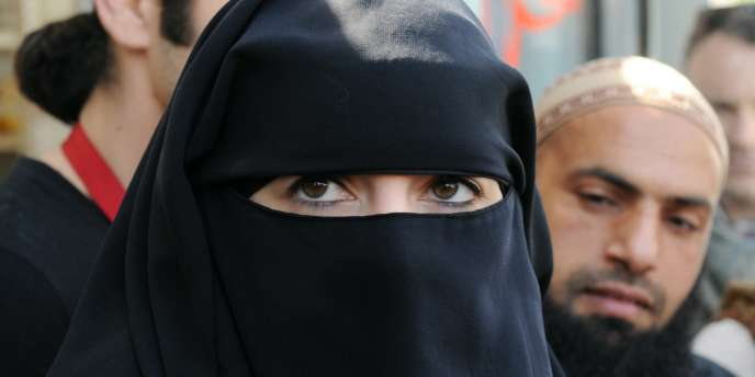 La jeune femme verbalisée, à Nantes le 23 avril 2010.