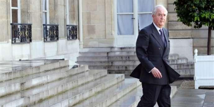 Le 7 avril 1987, le ministre de l'économie, des finances et de la privatisation, Edouard Balladur, annonce que l'Etat va procéder au remboursement de sa «vieille dette»: sept rentes ou emprunts d'Etat émis avant 1950, dont l'encours est de 680 millions de francs, soit à l'époque 0,13 % de l'encours total des emprunts d'Etat (ici, Edouard Balladur, en juillet 2007).