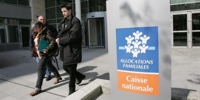 Devant le siège de la Caisse nationale d'allocations familiales (CNAF).