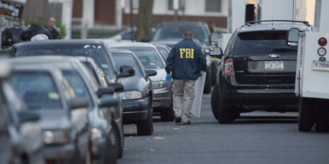 Des agents du FBI à proximité de la maison de Faisal Shahzad, accusé d'avoir tenté de faire exploser un véhicule piégé, le 1er mai 2010, à Times Square, à New York.