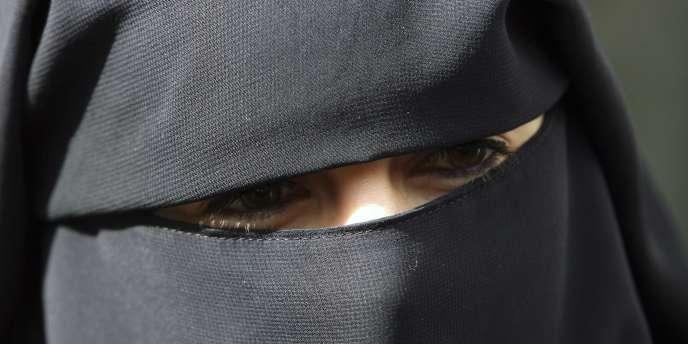 Les personnes verbalisées n'ont pas forcément payé l'amende de 150 euros. En France, environ 2 000 femmes seraient intégralement voilées.