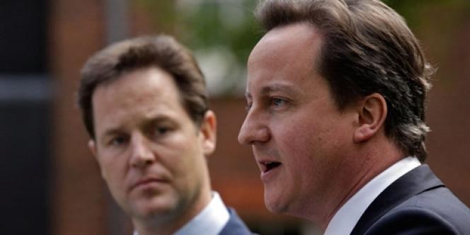 David Cameron (à droite) et Nick Clegg, le 12 mai 2010 à Londres.