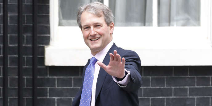 Le nouveau ministre de l'environnement et de l'agriculture, Owen Paterson, est proche de Nigel Lawson, ancien ministre de Margaret Thatcher et l'un des climato-sceptiques les plus célèbres en Grande-Bretagne.