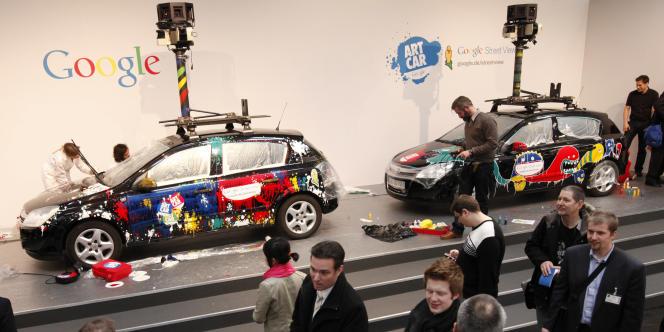 Les voitures équipées de caméras utilisées pour le service de cartographie Street View  de Google, présentées en mars au Cebit de Hanovre.