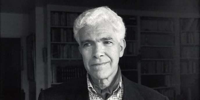 Portrait non daté de l'écrivain algérien Mohammed Harbi : né en 1933 à El Harrouch, il est un historien de l'Algérie contemporaine reconnu.