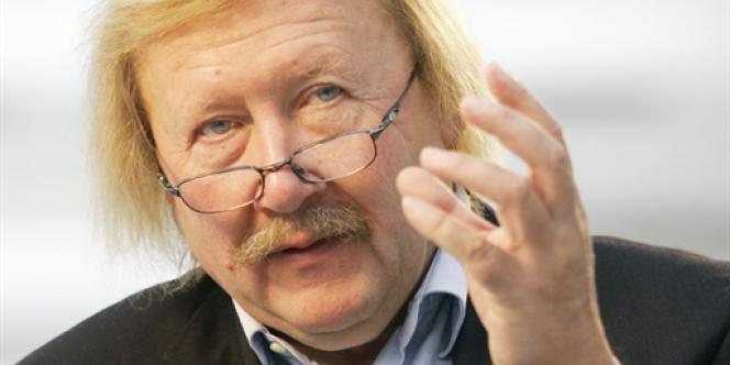 Philosophe de renommée internationale, né en 1947, Peter Sloterdijk est recteur de l'université de Karlsruhe, en Allemagne.