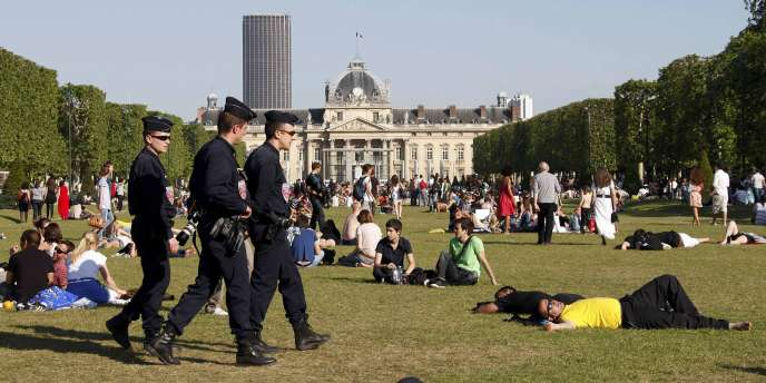 Il n'y a pas eu d'apéro géant sur le Champ-de-Mars, à Paris, le 23 mai 2010.
