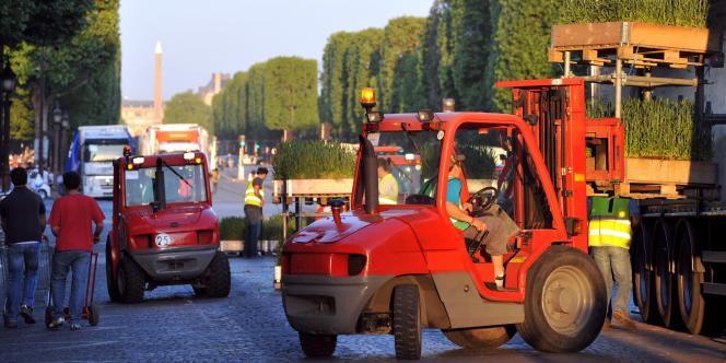 Toute la nuit de samedi à dimanche, des centaines d'agriculteurs ont travaillé pour la mise en place de cette opération.