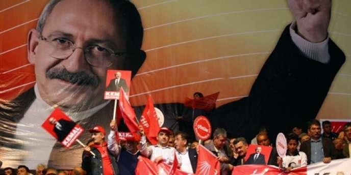 Kemal Kiliçdaroglu a été porté à la tête du Parti républicain du peuple (CHP), le parti kémaliste et principale formation de l'opposition en Turquie, en mai 2010.