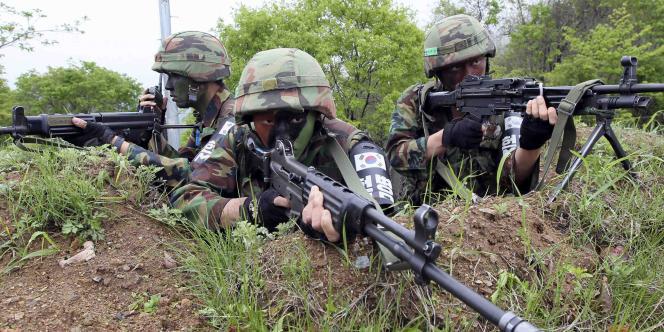 Des militaires sud-coréens, le 24 mai.