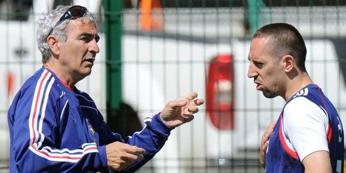 Raymond Domenech et Franck Ribéry lors du stage de préparation au Mondial 2010 à Tignes.