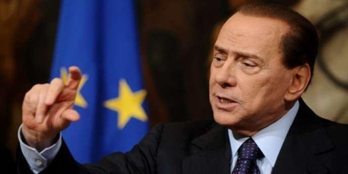 Le gouvernement de Silvio Berlusconi a approuvé, mardi 25 mai, une correction budgétaire portant sur les années 2011 et 2012 d'un montant de 24 milliards d'euros entre réduction des dépenses et recettes fiscales supplémentaires.