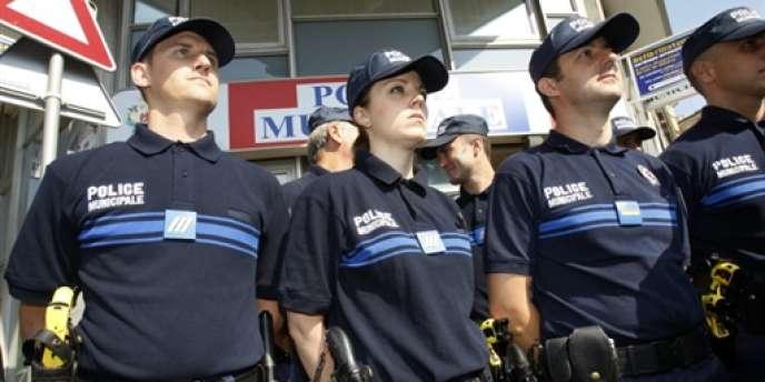 Des policiers municipaux, le 11 juillet 2009, à Nice.