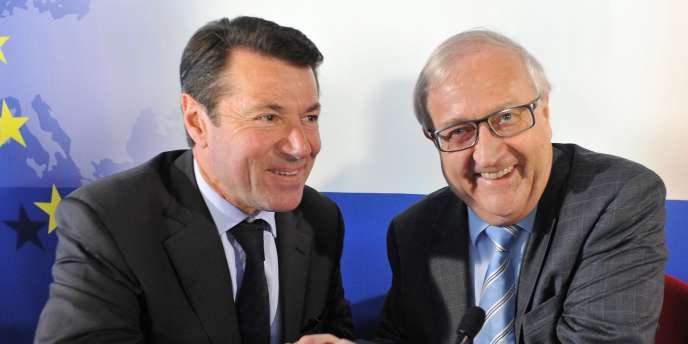 Le ministre français de l'industrie, Christian Estrosi (à gauche) et le ministre allemand de l'économie, Rainer Bruderle, à Bruxelles le mercredi 25 mai 2010.