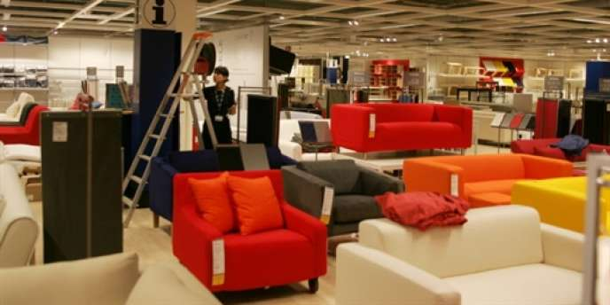 Des meubles, fauteuils et canapés, en vente dans un magasin Ikea, à Montpellier.