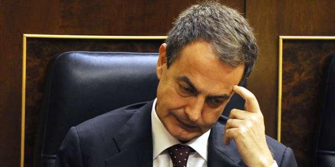José Luis Zapatero a sauvé son poste et son plan de rigueur à une voix près jeudi 27 mai.