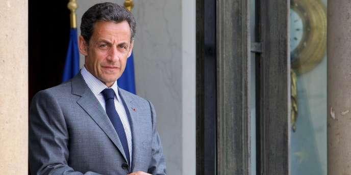 Nicolas Sarkozy sur le perron de l'Elysée à Paris en mai 2010.