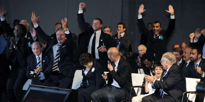 La délégation française explose de joie après l'annonce du président de l'UEFA, vendredi à Genève.