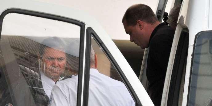 Cédric Horneck arrive au Palais de Justice de La Roche-sur-Yon (Vendée), mercredi 26 Mai, pour le premier jour de son procès d'assises.