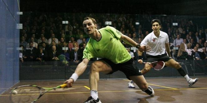 Grégory Gaultier (à gauche) et Thierry Lincou se rencontrent souvent sur le circuit mondial du squash comme ici lors de la finale des Super Series en 2009.
