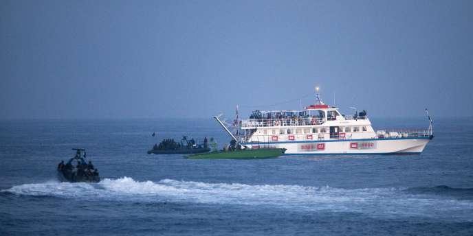 Thématique Gaza : la flottille de la discorde. Des soldats israéliens interceptent la
