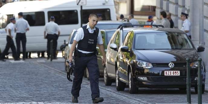 Un policier dans les rues de Bruxelles, le 3 juin 2010.