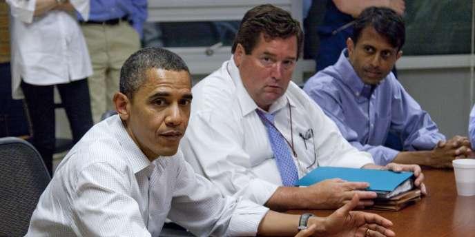 Le président Barack Obama, Billy Nungesser le président du comté (paroisse) de Plaquemines, au sud de La Nouvelle-Orléans, et Bobby Jindal, le gouverneur de l'Etat de Louisiane, le 28 mai 2010.