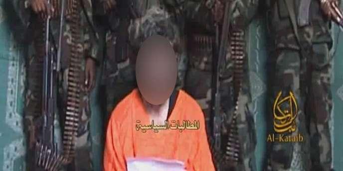 Capture d'écran de la vidéo diffusée le 9 juin 2010 dans laquelle apparaît l'otage français Denis Allex.