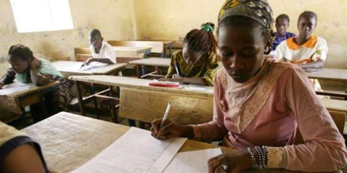 Selon Patrick Dubs, directeur général d'Hachette International, les élèves africains disposent d'un manuel