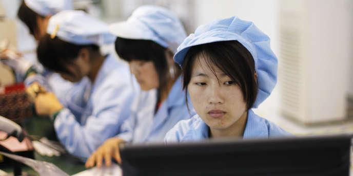 Confrontés au ralentissement des économies occidentales, les patrons chinois font la grimace face aux augmentations de salaires des ouvriers allant de 8% à 23%.