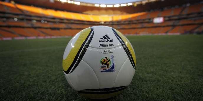 Le ballon officiel du Mondial fait l'objet de toutes les critiques.