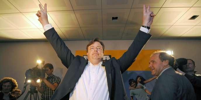 Le chef de la Nouvelle Alliance flamande, Bart De Wever, célèbre la victoire de son parti aux élections législatives belges, dimanche 13 juin.