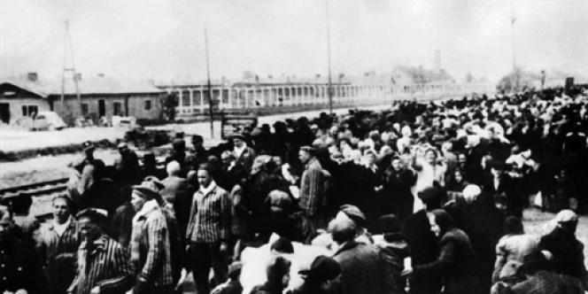 Dès leur arrivée dans le camp, les prisonniers ont été battus et torturés.