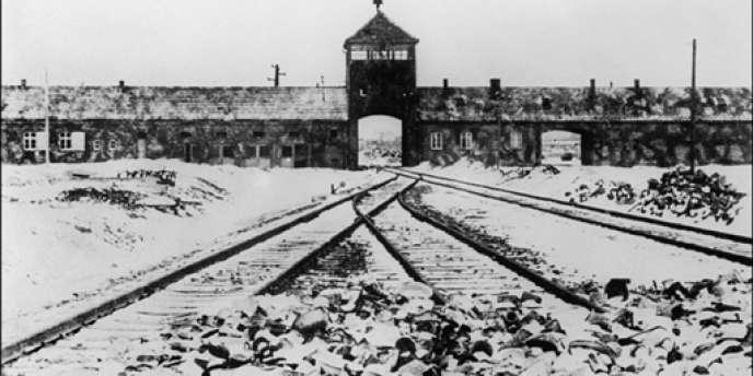 L'entrée du camp d'Auschwitz II-Birkenau.