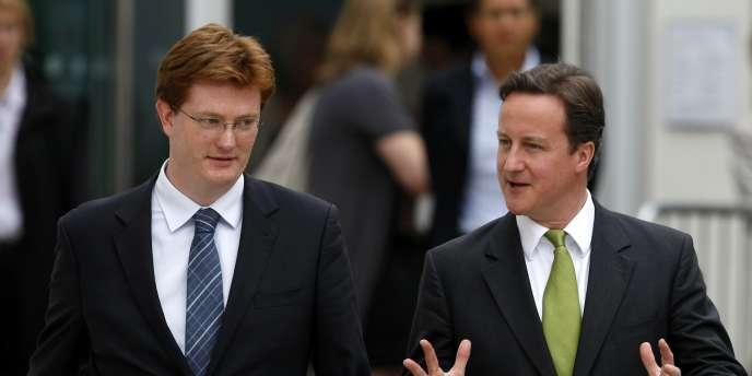 Le secrétaire d'Etat au Trésor, Danny Alexander (à gauche), et le premier ministre, David Cameron, se sont engagés dans des réductions drastiques des dépenses publiques.