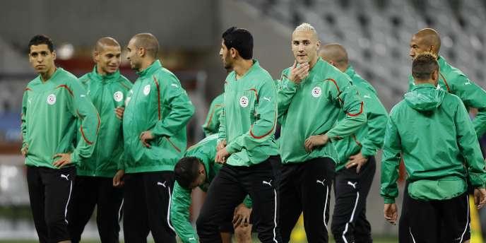 Le groupe algérien à l'entraînement au stade Green Point du Cap