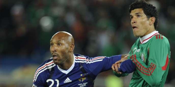 Nicolas Anelka face à Francisco Rodriguez durant le match France-Mexique